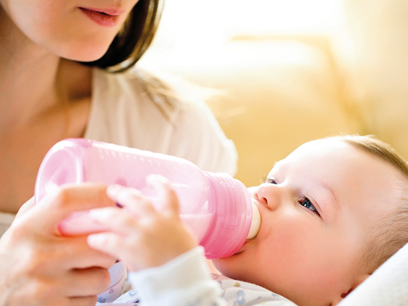 6 pautas clave si vas a dar lactancia artificial